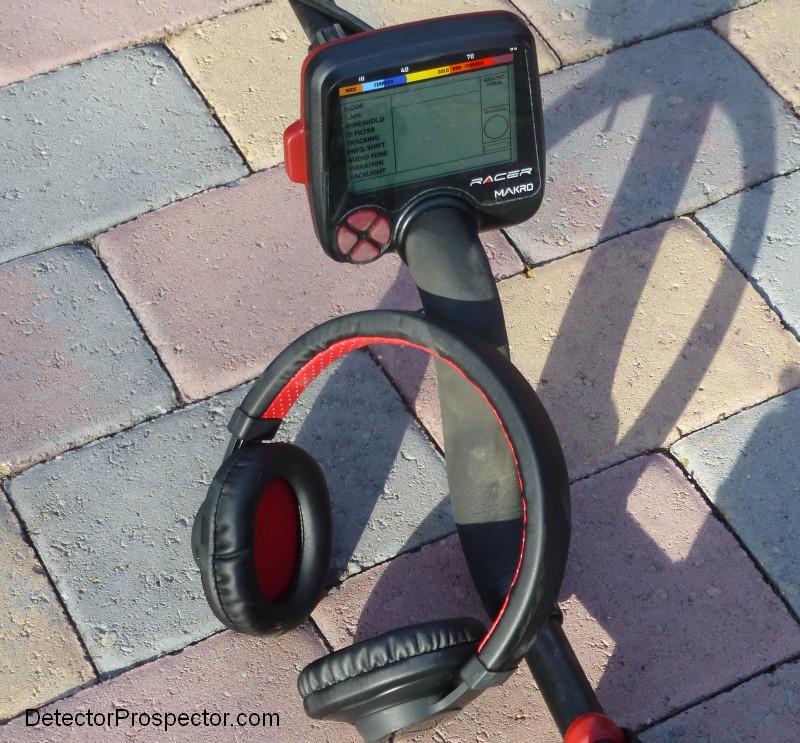 makro-racer-with-wireless-module-installed-headphones.jpg