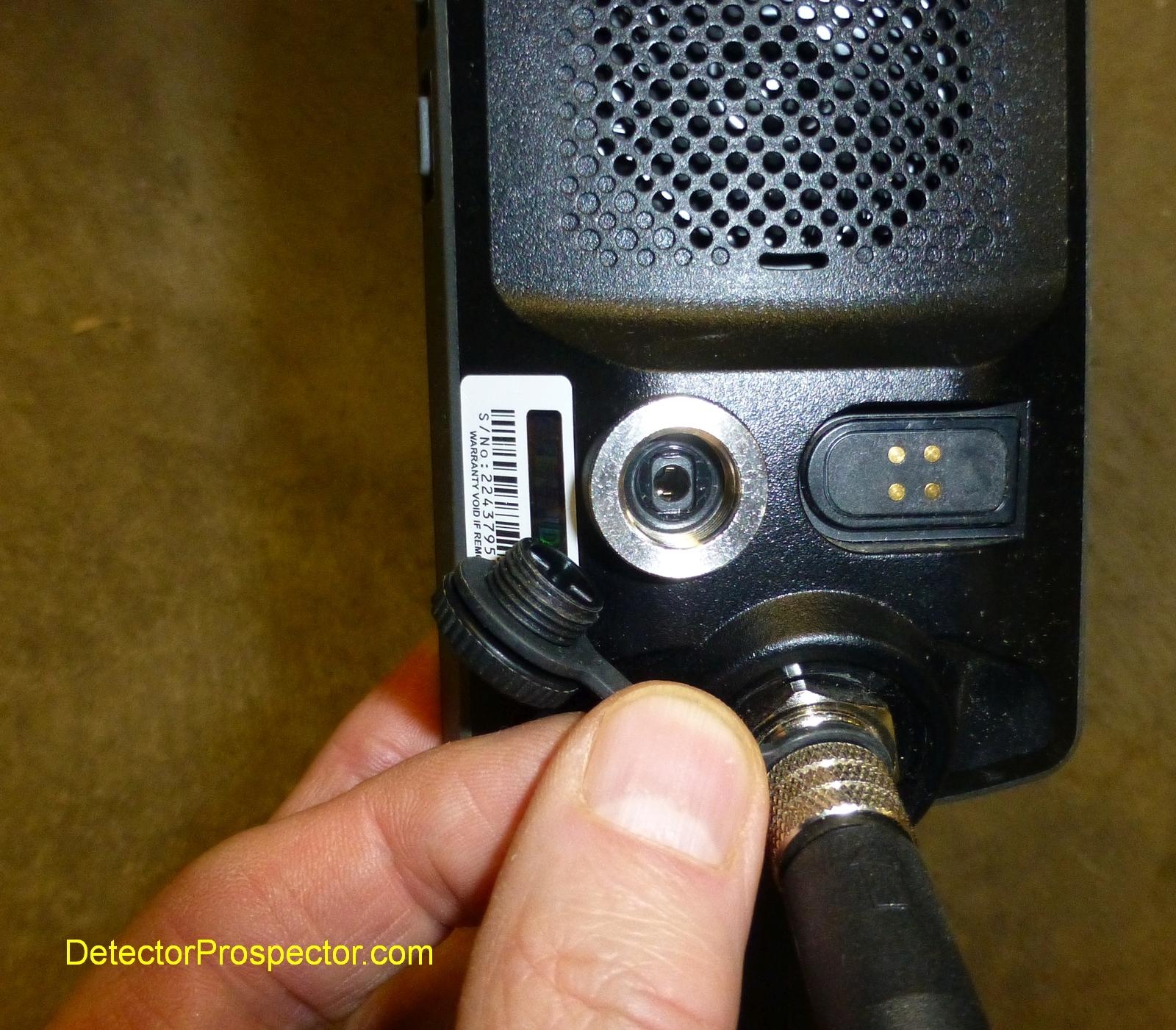 minelab-equinox-audio-plug-detail.jpg