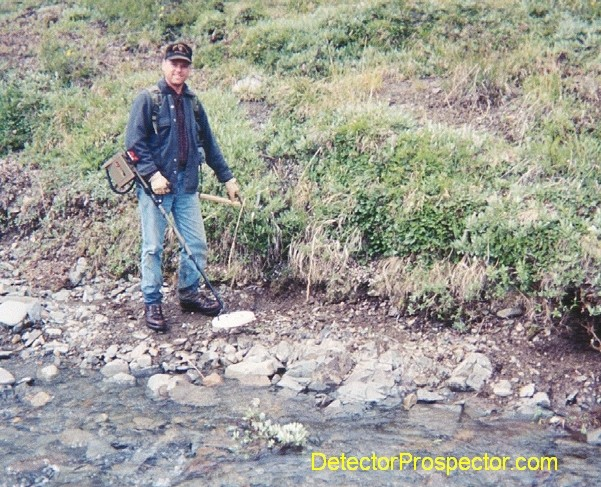 Steve points to where 8 dwt nugget was found with Minelab SD2200D