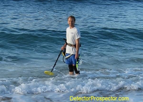 Steve with White's Surf PI detecting on Kauai