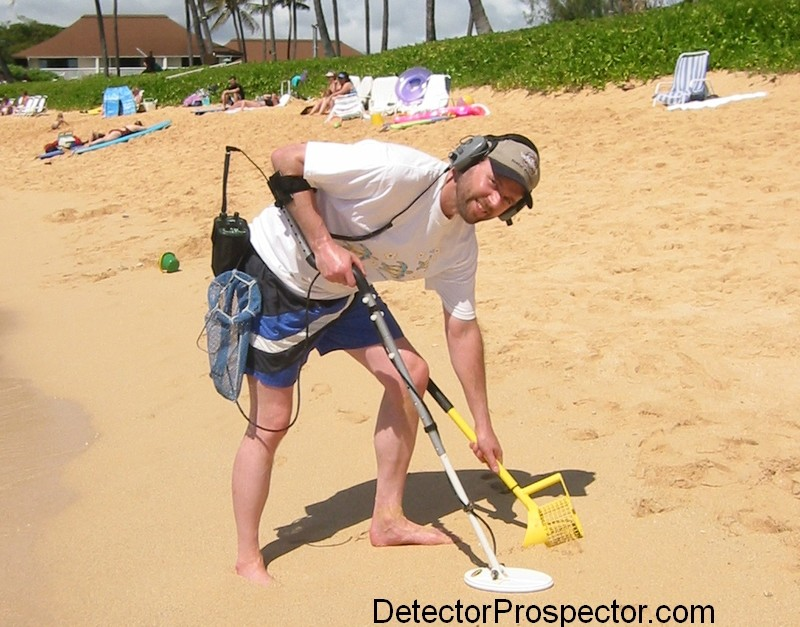"Steve with Garrett Infinium on the beach trying 10"" x 5"" elliptical DD coil"