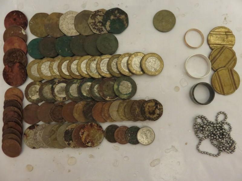 42) £32.80p PLUS 2.4G GOLD RING FOUND 26-07-19 EQ.JPG