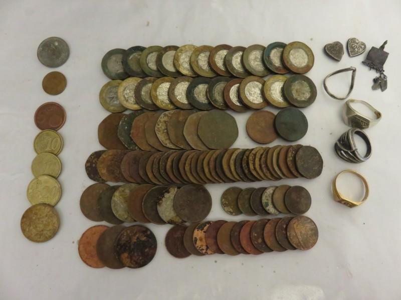 60) £35.17p plus 18K 5.9 G GOLD RING FOUND 07-10-19 ET.JPG