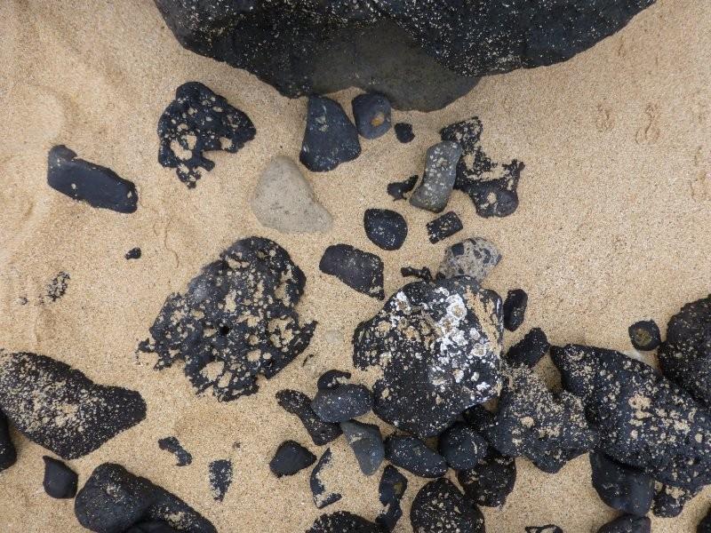 steve-herschbach-2014-hawaii-basalt-cobbles-in-sand.jpg