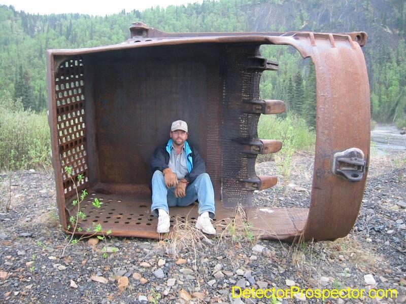 dragline-bucket-ganes-creek-alaska-may-2002-herschbach.jpg