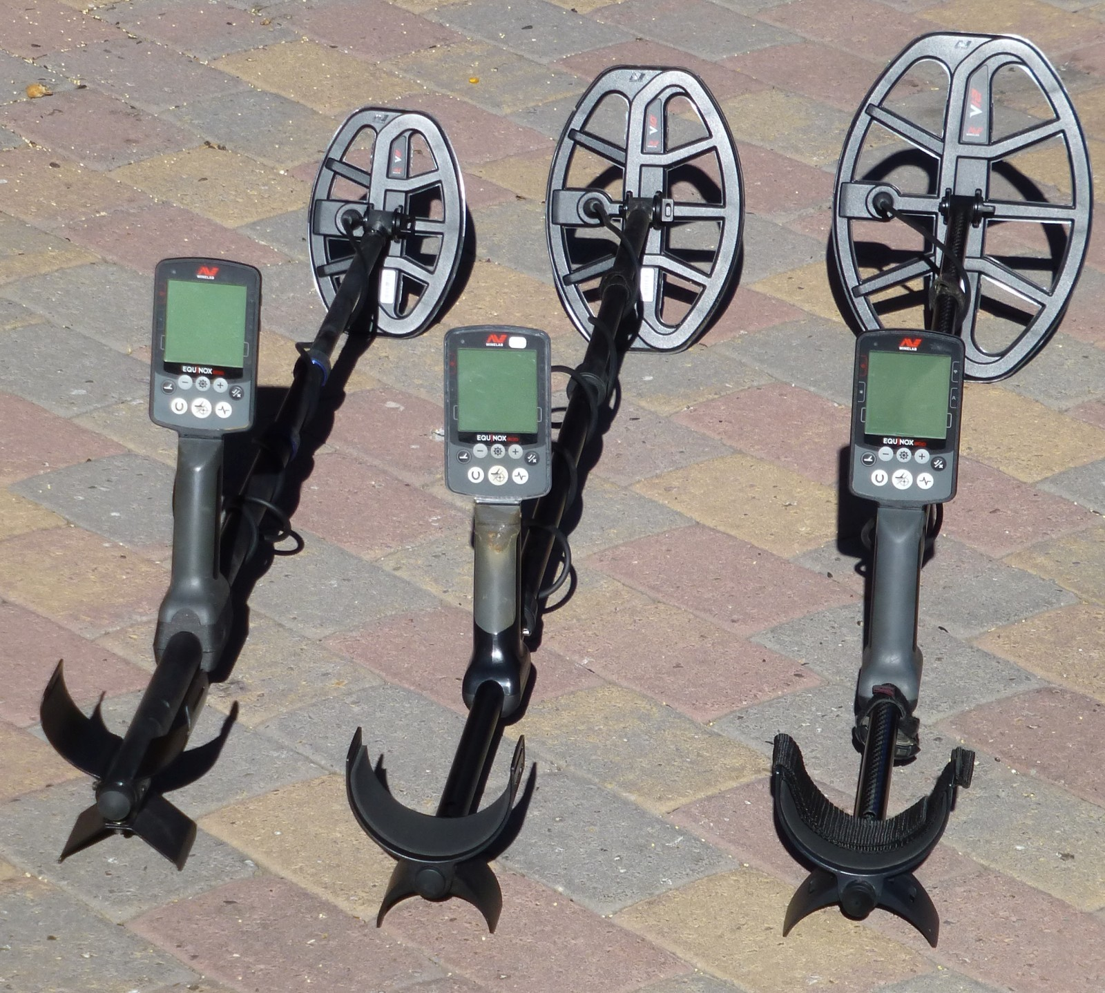 minelab-equinox-detectors-with-vanquish-search-coils.jpg